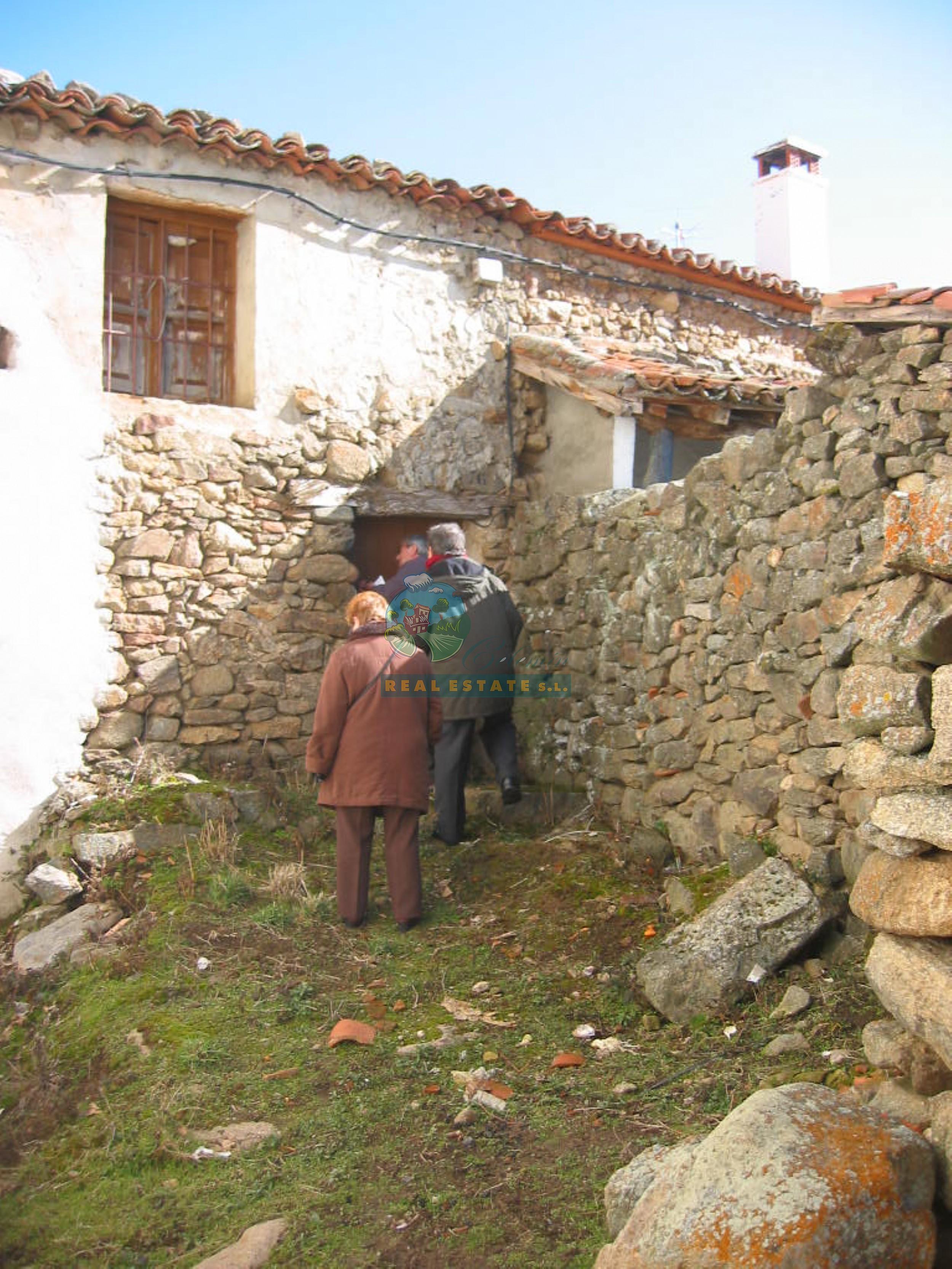 Vivienda para reformar en sierra de gredos inmobiliaria for Viviendas para reformar